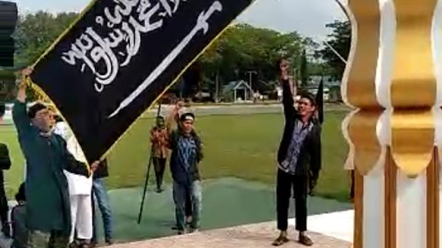 Fakta-fakta Pengibaran Bendera HTI di DPRD Poso yang Viral