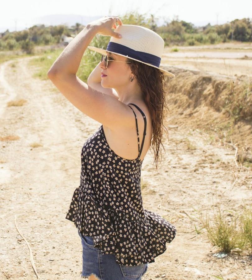 melangeboutique_fashion_blog_de_moda_camisa_tirantes_peplum_verano_shorts_denim_gafas_espejo_11
