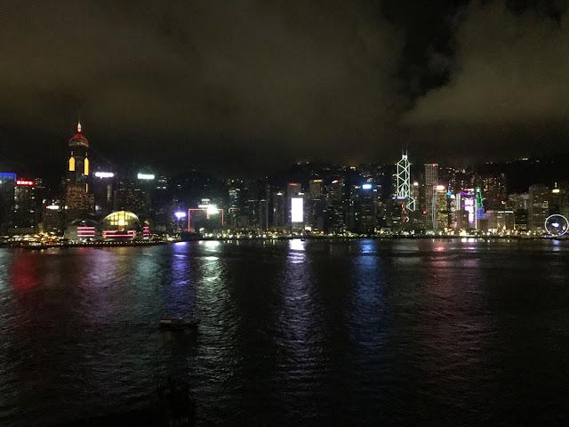 香港・ヴィクトリア湾の夜景