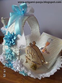 komunia, pierwsza komunia święta, chrześniak, dla chłopca, dla dziewczynki, pamiątka, kosz, bukiet, bukiecik, kielich, wstążka, wiklina papierowa, biel, niebieski, kokarda, ozdoba, na stół, na prezent,