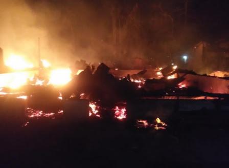 Api yang membakar 15 rumah warga di Labusel.