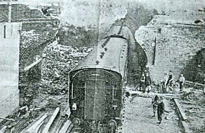 Demolition of original Anns Hill arch 1936