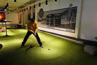 Richard Gottfried playing at the Swing by Golfbaren indoor minigolf course in Stockholm, Sweden