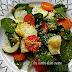 Plato de espinacas, calabacín,zanahoria y vinagreta de huevo