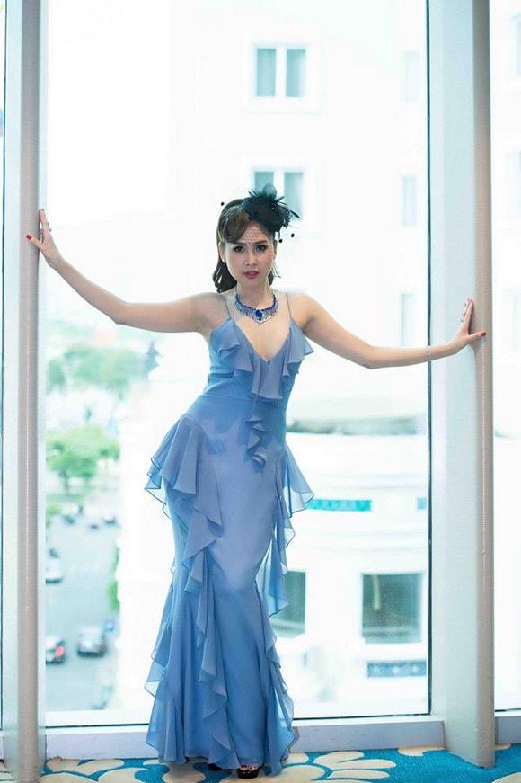 'Gái nhảy' Minh Thư diện váy xanh tiên cá khoe vẻ đẹp gợi cảm tuổi 42 -3