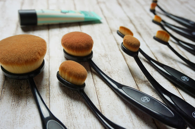 w7 - Professional Soft Brush Collection
