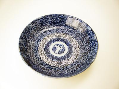 写真3-1 長沼焼の型紙摺り(印判)小皿
