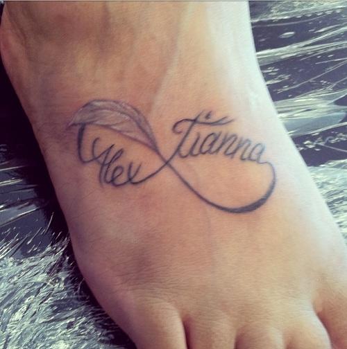 infinito con nombre tatuaje