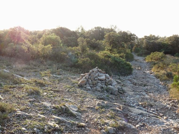 ケルン サン=マチュー=ド=トレヴィエからモンフェラン城へのハイキング