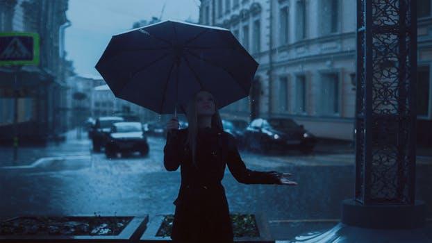 Cerpen - Hujan, Aku Titip Rindu Untuknya