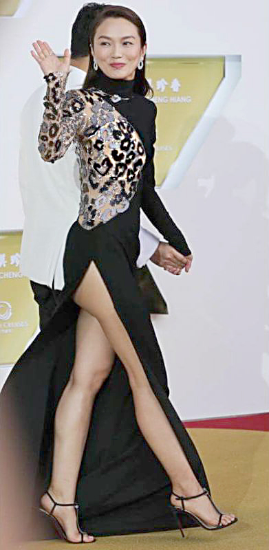 Singapore actress Joanne Peh and her actor husband Qi Yuwu at the Star Awards on April 14, 2019.