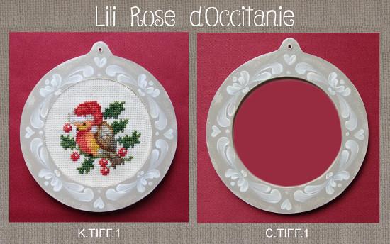 """Cadre rond bois peint couleur lin orné de motifs blanc + grille""""Rouge-gorge de Noël"""". Broderie et point de croix"""