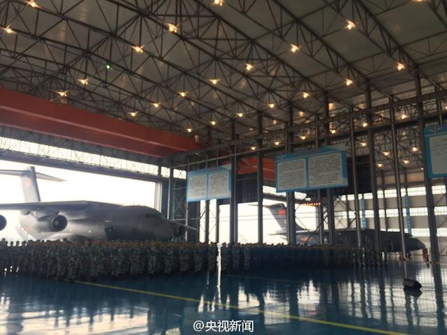 طائره النقل الثقيل الصينيه الجديده Xian Y-20  Xian%2BY-20%2Bmilitary%2Btransport%2Baircraft%2Bhand%2Bover%2Bceremony%2B2