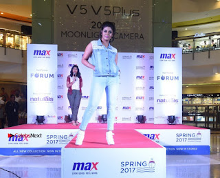 Actress Iniya Stills in Denim Jeans at Max Spring 2017 Collection Launch  0020.jpg