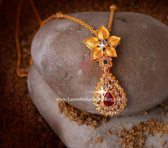 Stylish Gold Chain Pendant