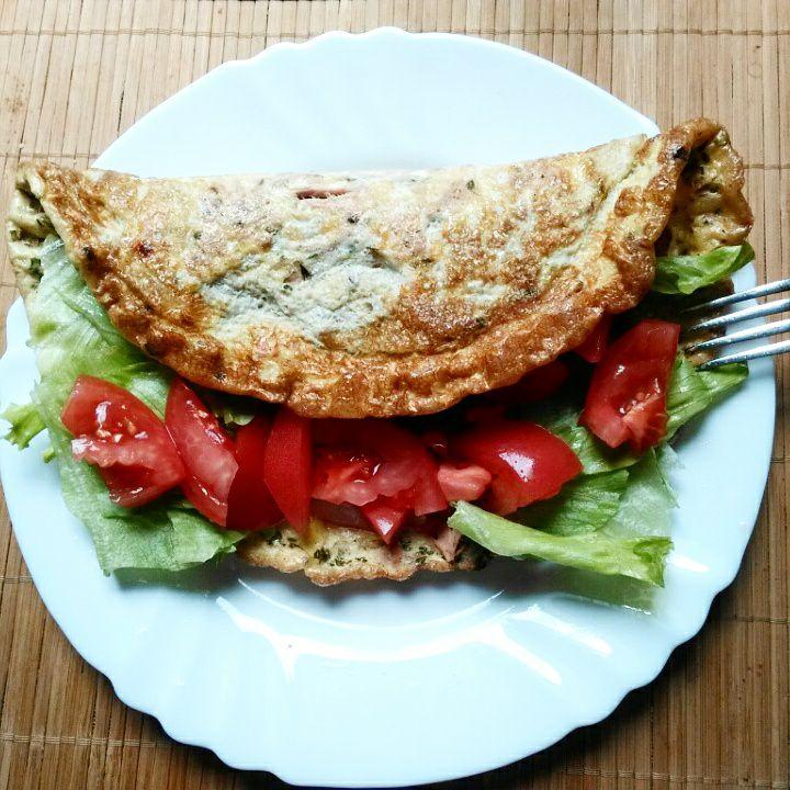 Omlet z tuńczykiem i warzywami
