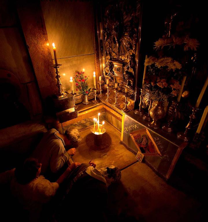 """O Santo Sepulcro  um """"túmulo vivo"""", um vazio cheio da presença de Cristo"""