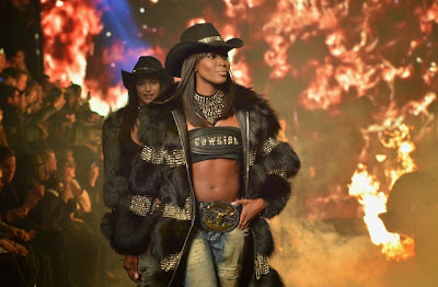 Naomi Campbell Makes Her Fall 2014 Runway Debut at Philipp Plein