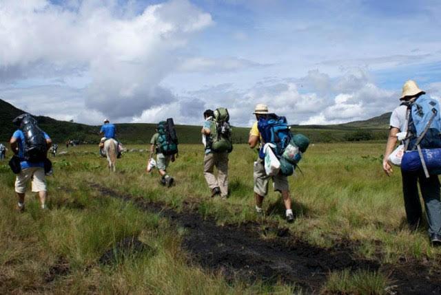 Uma mochila confortável, funcional e bem ajustada é indispensável (Foto: Reprodução)