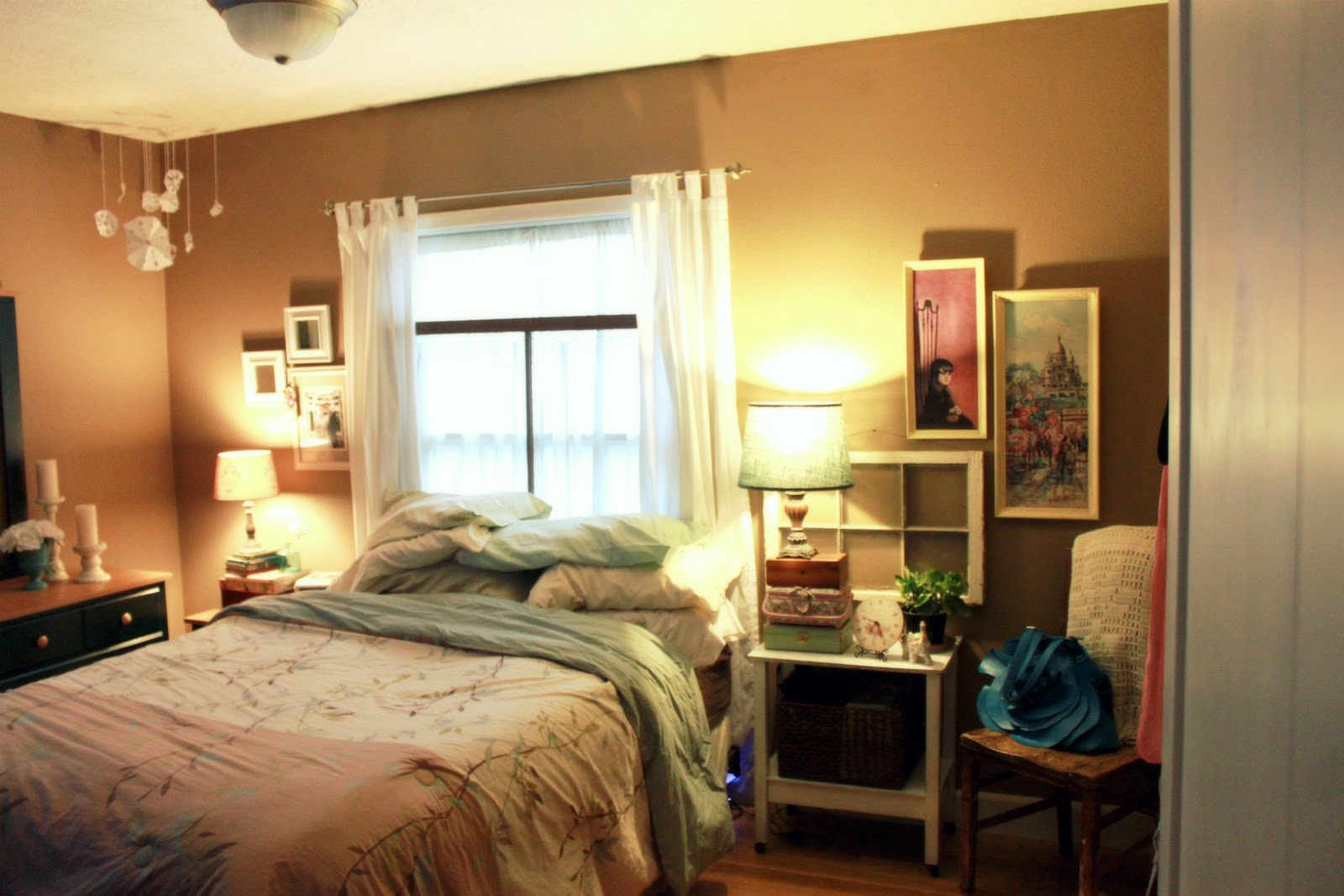 All things red cozy bedroom - How to arrange a small room ...