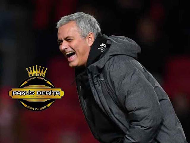 Sudah Habiskan 300 Juta Pound, Mourinho Bersikeras Inginkan Pemain Baru