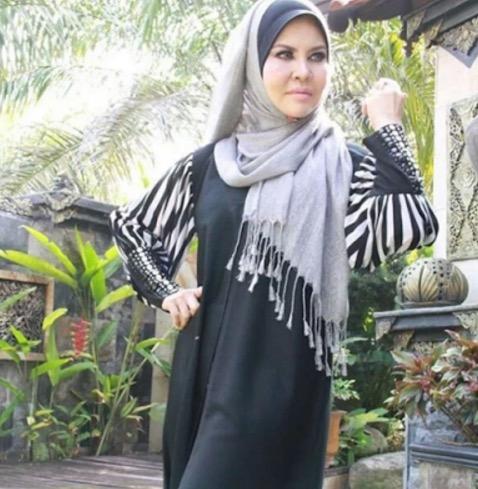 Inilah Wajah Sebenar Ibu Dato Aliff Syukri Yang Sentiasa Awet Muda
