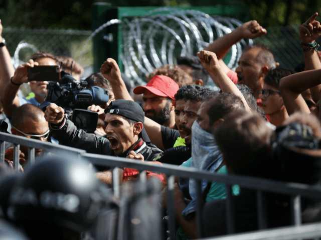 """Viktoras Orbanas apie migracijos krizę: """"Audra nepraėjo... Mes apgultyje"""""""