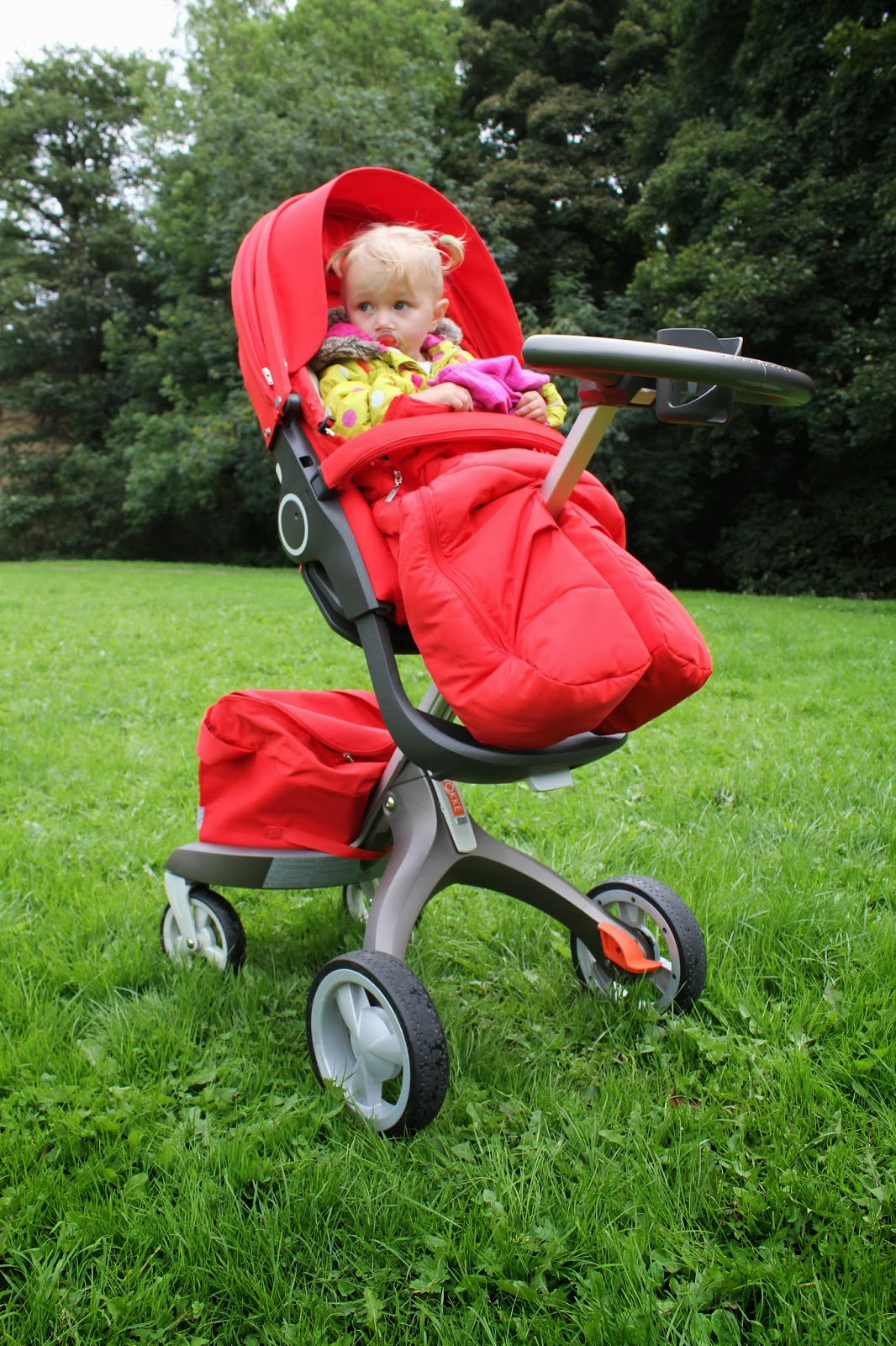 Stokke xplory going over wet grass