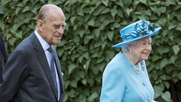 Queen Elizabeth Pays Tribute to Children Who Died From WWI Bombing on 100th Anniversary