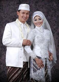 Foto Baju Pengantin Muslim Adat Jawa Putih