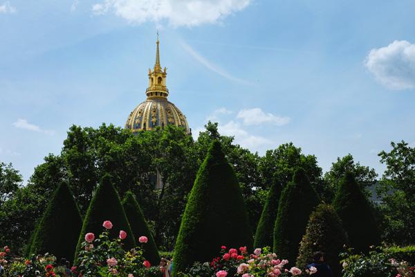 Musée Rodin, Paris and dome of Tombeau de Napoléon. Paris photos by Kent Johnson for Street Fashion Sydney.