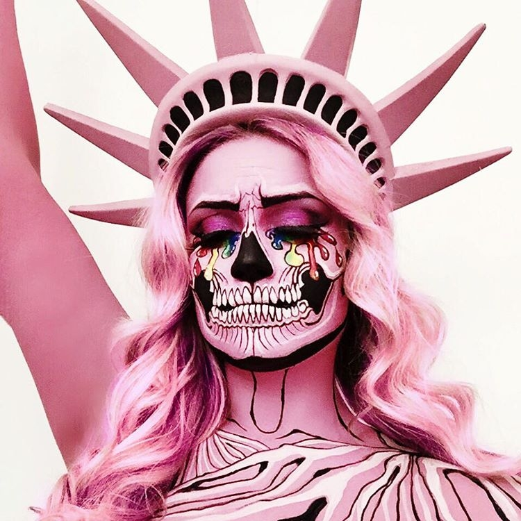 02-Lady-Liberty-Vanessa-Davis-The-Skulltress-Body-Painting-not-Suitable-for-Children-www-designstack-co