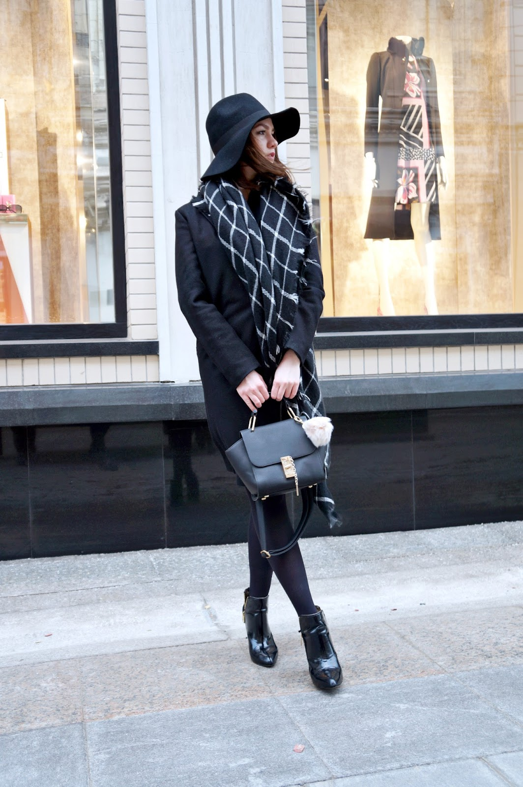 Alina Ermilova | Fashion Blogger | Fedora | Black Coat