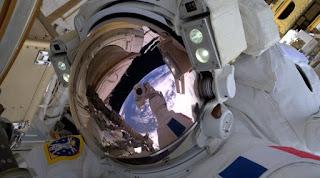 https://freshsnews.blogspot.com/2017/10/11-h-nasa-thelei-na-allaxei-to-dna-ton-astronauton.html