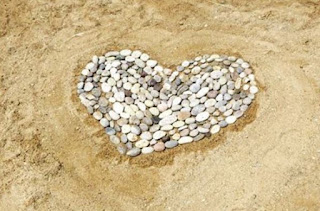 beach-holiday-pebbles-photo