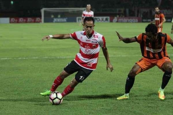Madura United vs Perseru Serui