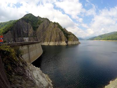 Atrakcje drogi Transfogaraskiej zapora i jezioro Vidararu