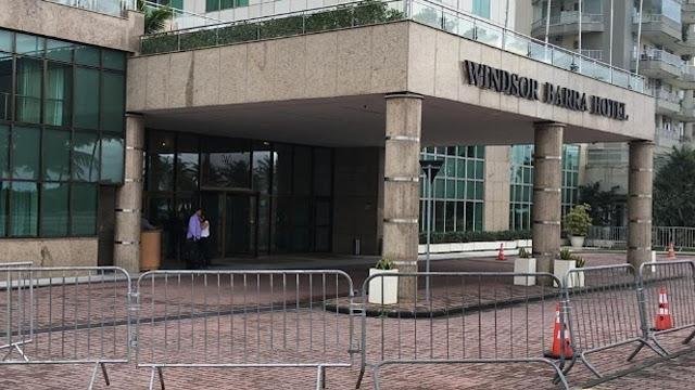 Grades de segurança colocadas em frente ao Hotel Windsor Barra Hotel no Rio de Janeiro (Imagem: Reprodução/Internet)