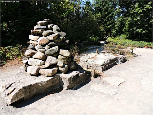 Inuksuk del First Nations Garden del Jardín Botánico de Montreal