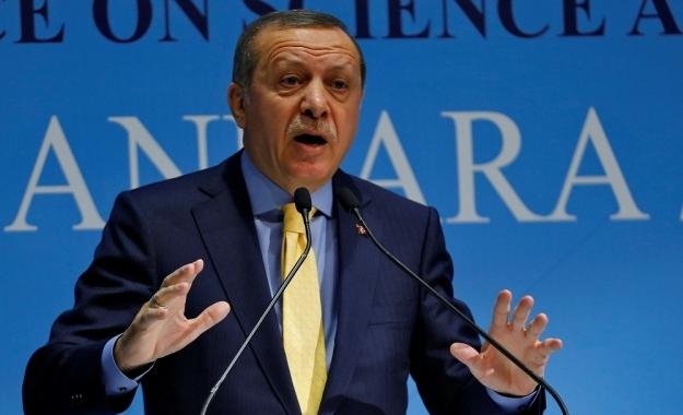 Ο Ερντογάν απειλεί με αντίποινα τις ΗΠΑ, για τη μη παράδοση του Γκιουλέν