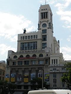 El Círculo de Bellas Artes, recuerda a los transatlánticos de los años 20, sobre su azotea la diosa Minerva,
