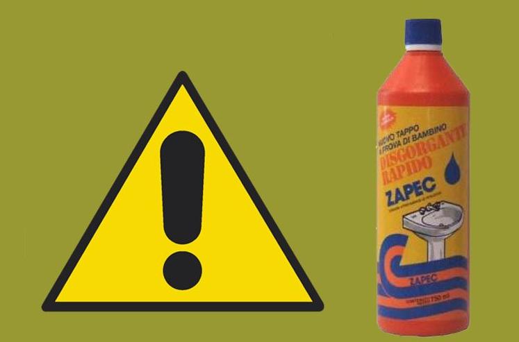 Bambino beve acido solforico a causa del tappo difettoso della bottiglia del dirgorgante