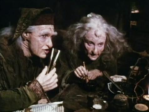 Max Milagros (Billy Crystal) y Valerie (Carol Kane) con la píldora de la resurrección en La princesa prometida - Cine de Escritor