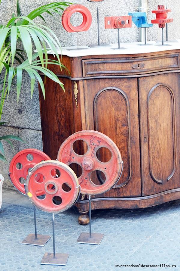 Piezas circulares pintadas de rojo vintage decoracion