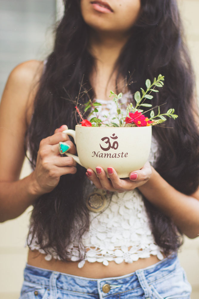 Boho hippie fashion style flower | bohemian lifestyle photography blog