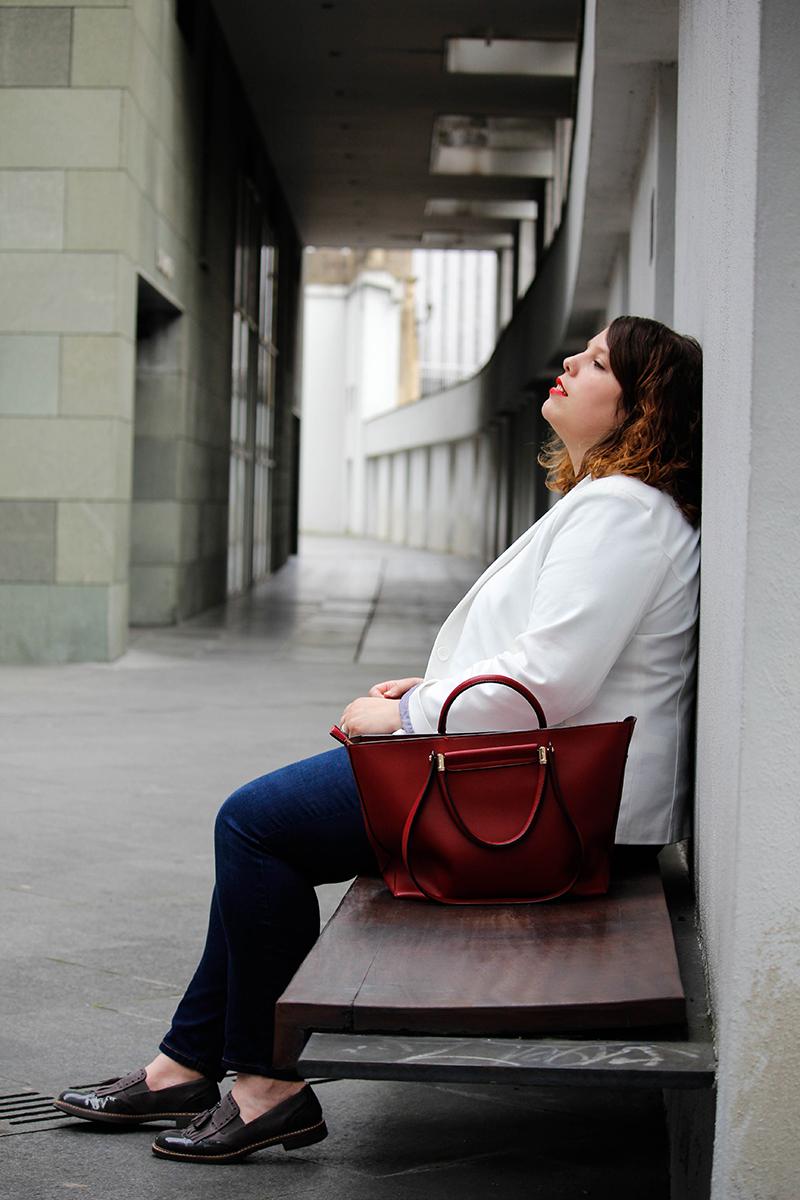 Collage of Style - Outfit con americana blanca y jeans - Por Almudena Duran IIIV