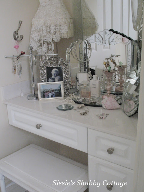 Sissies Shabby Cottage Whats On Your Vanity