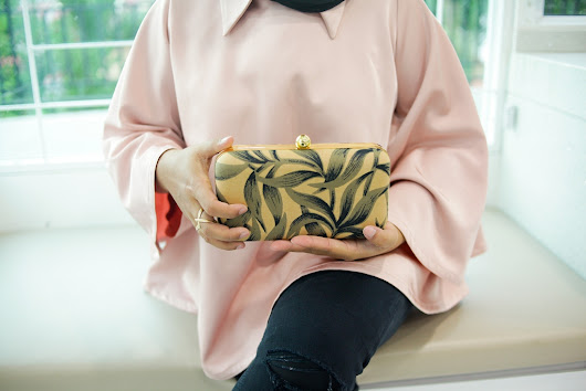 What So Sizzle Bout Sizzling Suzai - Malaysia Fashion, Travel and Lifestyle Blogger: Upgrade Your Raya #ootd with Statement Clutch from The Stylitude