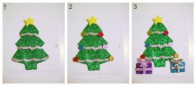 paso a paso pegamos los detalles para decorar el arbol de navidad de la tarjeta navideña en goma eva