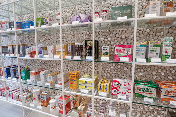 台中西屯分子藥局號稱台中最美藥局,賣藥還賣義式冰淇淋和咖啡